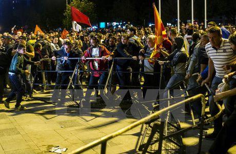 Macedonia: 10 sy quan tinh bao dinh liu den be boi nghe len dien thoai - Anh 1
