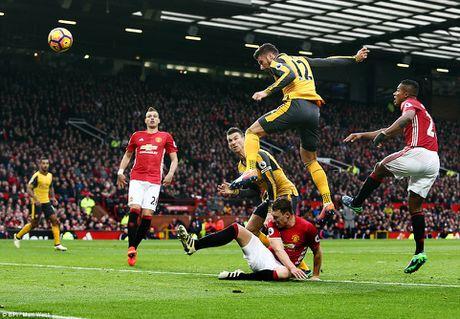 Manchester United va Arsenal 'bat phan thang bai' O Old Trafford - Anh 3