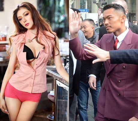Duong cong boc lua cua hoa hau vung trom voi tay vot Lin Dan - Anh 1