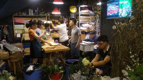 Thi truong hoa chuc mung 20.11: Hoa huong duong, hoa hong len ngoi - Anh 5