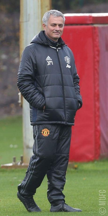 Chum anh: Mourinho va hoc tro tuoi nhu hoa, san sang ha Arsenal - Anh 1