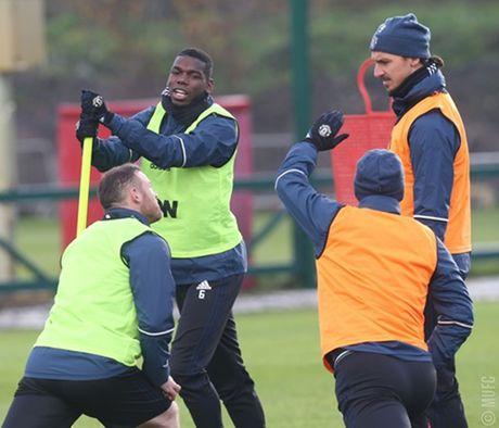 Chum anh: Mourinho va hoc tro tuoi nhu hoa, san sang ha Arsenal - Anh 6