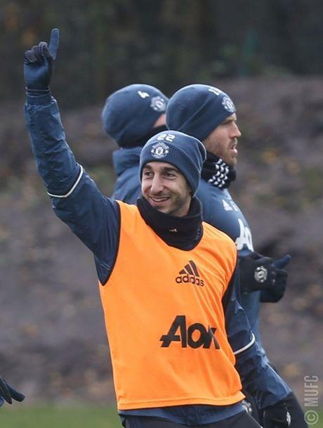Chum anh: Mourinho va hoc tro tuoi nhu hoa, san sang ha Arsenal - Anh 8