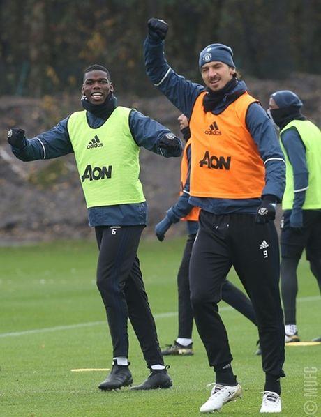 Chum anh: Mourinho va hoc tro tuoi nhu hoa, san sang ha Arsenal - Anh 9