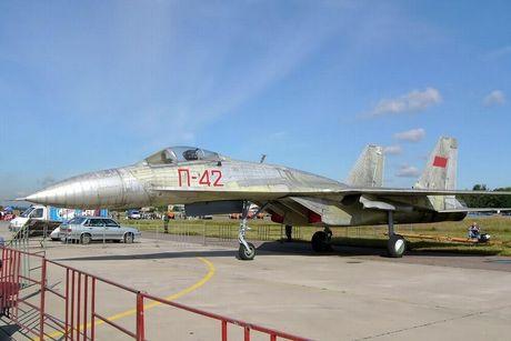 Giai ma chiec tiem kich P-42 day bi an, giong het Su-27 - Anh 2