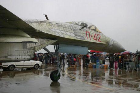 Giai ma chiec tiem kich P-42 day bi an, giong het Su-27 - Anh 3