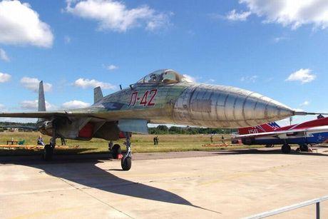 Giai ma chiec tiem kich P-42 day bi an, giong het Su-27 - Anh 5
