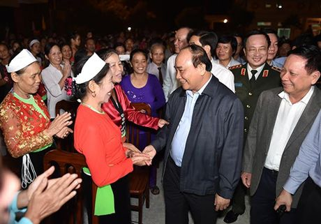Thu tuong ve xom Mat du Ngay hoi voi ba con dan toc thieu so - Anh 1