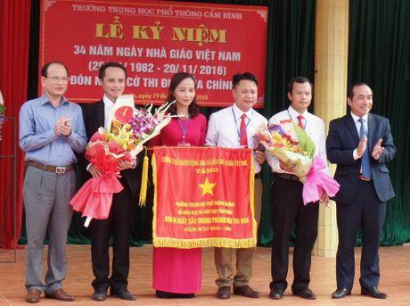 Truong THPT Cam Binh (Ha Tinh) don nhan co thi dua xuat sac cua Chinh phu - Anh 1