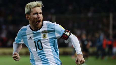 Messi bo tien tui tra luong cho nhan vien an ninh tuyen quoc gia - Anh 1