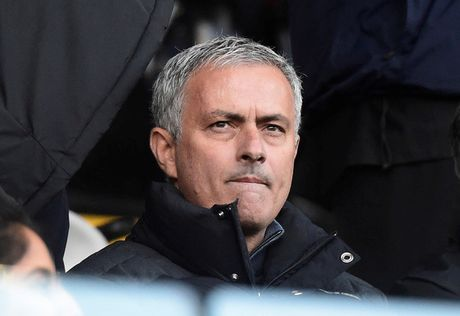 Mourinho ham nong mau thuan voi Wenger truoc cuoc thu hung - Anh 1