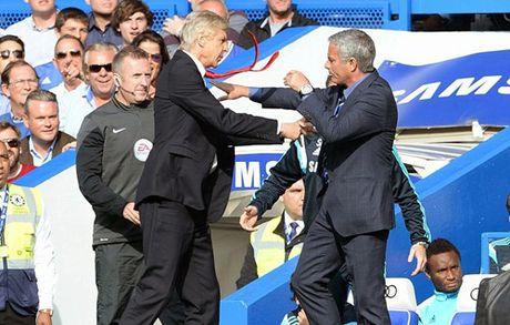 Mourinho ham nong mau thuan voi Wenger truoc cuoc thu hung - Anh 2