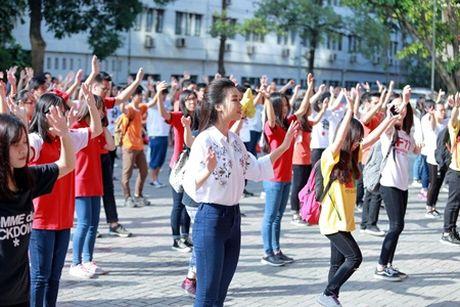 Hoa hau Do My Linh muon duoc cac thay co doi xu binh thuong - Anh 4