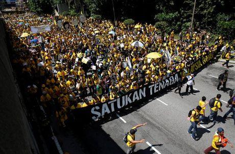 Bieu tinh ram ro hang loat o Malaysia, Indonesia - Anh 2