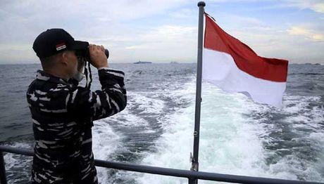 Thuyen Indonesia chim sau khi va cham tau treo co Viet Nam - Anh 1