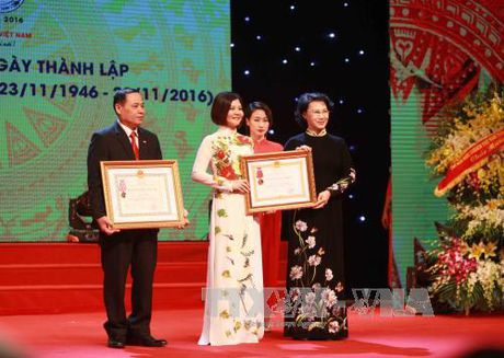 Hoi Chu thap do Viet Nam don nhan Huan chuong Lao dong hang Nhi - Anh 1