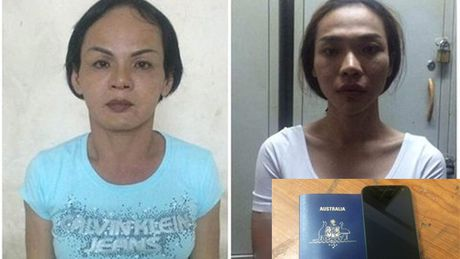Hai doi tuong chuyen cai trang thanh nu de moc tui khach nuoc ngoai - Anh 1
