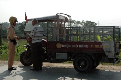 CSGT Ha Noi kien quyet xu ly cac phuong tien gay nguy hiem tren duong - Anh 6
