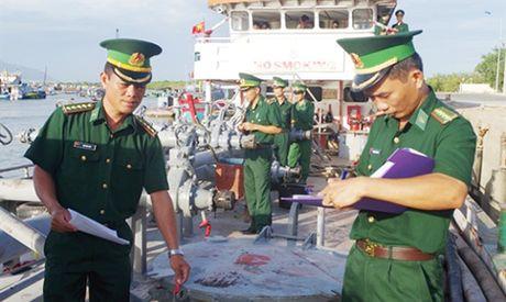 Khong co 'vung cam' trong dau tranh chong buon lau tren bien - Anh 1