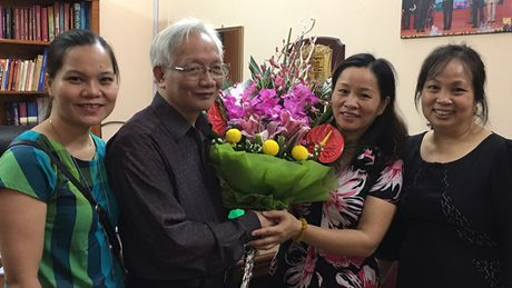 Nguoi thay mo truong day hoc sinh ca biet - Anh 1