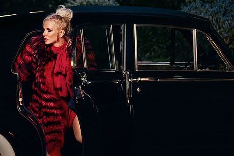 'Cong chua nhac Pop' Britney Spears goi cam bat ngo trong MV moi - Anh 2