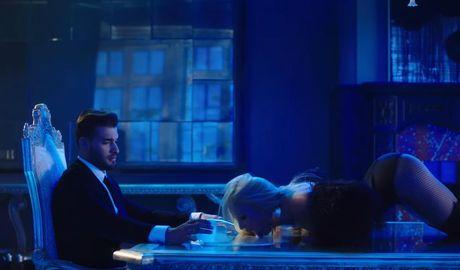 'Cong chua nhac Pop' Britney Spears goi cam bat ngo trong MV moi - Anh 5