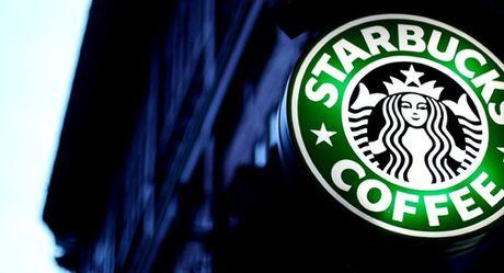 Nhung nguoi ung ho Trump to chuc chien dich 'day bai hoc' cho Starbucks - Anh 1