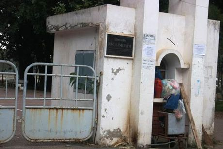 Cong vien Bac Linh Dam: Buong long quan ly, ha tang xuong cap tram trong - Anh 1