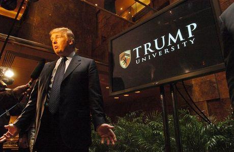 Dai hoc Trump lua dao, Donald Trump phai boi thuong 25 trieu USD - Anh 1