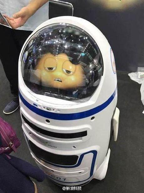 Trung Quoc: Lan dau robot noi loan va tan cong nguoi - Anh 4