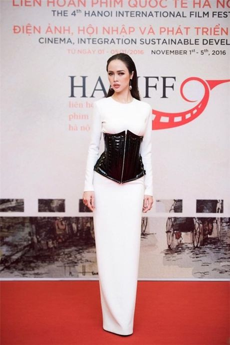 Cac nguoi dep mac corset thit chat vong eo - Anh 7