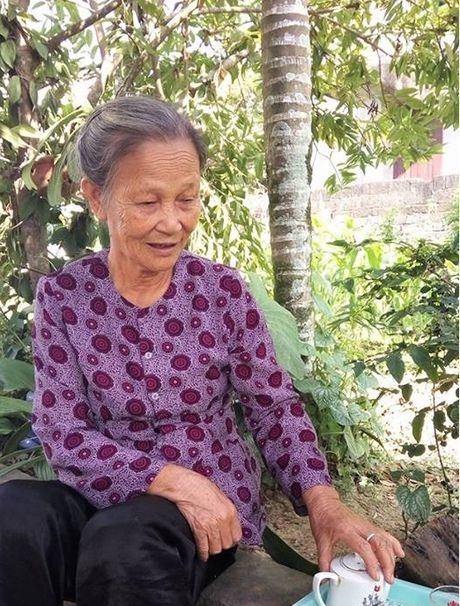 Nam Dinh: Nghi luc phi thuong cua co giao xuong thuy tinh - Anh 2