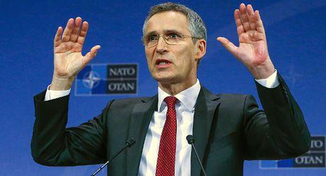 NATO: Khong co cach nao co lap duoc nuoc Nga - Anh 1