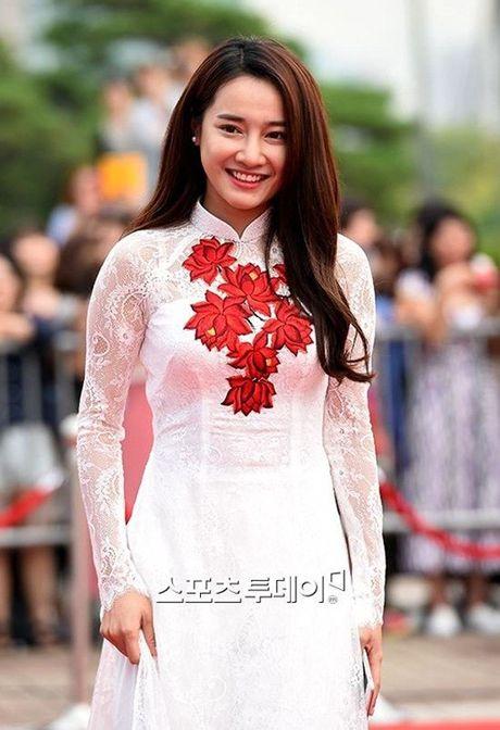 Chang can dam da hoi long lay, Nha Phuong dien ao dai cung khien fan me met - Anh 4