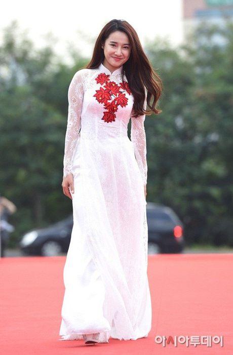 Chang can dam da hoi long lay, Nha Phuong dien ao dai cung khien fan me met - Anh 5