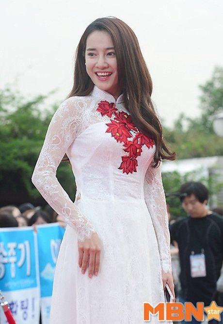 Chang can dam da hoi long lay, Nha Phuong dien ao dai cung khien fan me met - Anh 7
