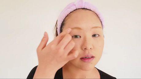 Hoc cach make up kieu Tay cho co nang khong chan may, mi mat nong - Anh 2