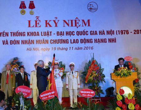 Khoa Luat – Dai hoc Quoc gia Ha Noi don nhan Huan chuong lao dong hang Nhi - Anh 1