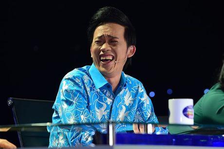 Hoai Linh khien khan gia cuoi bo khi 'khen' thi sinh hat tieng Hoa nhu tieng Campuchia - Anh 1