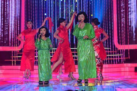 Hoai Linh khien khan gia cuoi bo khi 'khen' thi sinh hat tieng Hoa nhu tieng Campuchia - Anh 2