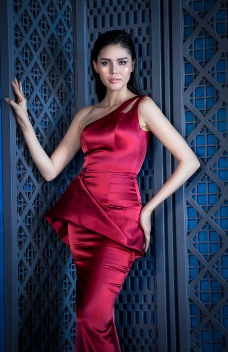 Lily Nguyen do dang nong bong cung A hau Kim Nguyen - Anh 4