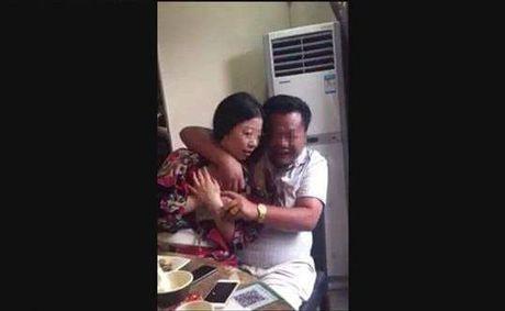 Chu 'Facebook Nguyen Lien' thua nhan dang sai ve giao vien bi dieu di tiep khach - Anh 1