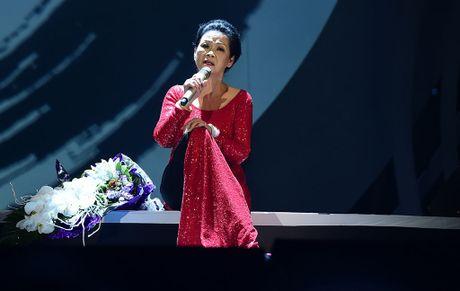 Ho Ngoc Ha se dem dan va hat be cho ca si Khanh Ly - Anh 1