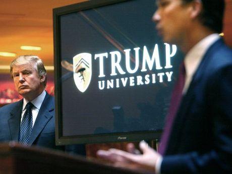 Ong Trump chi 25 trieu USD dan xep be boi dai hoc Trump - Anh 1