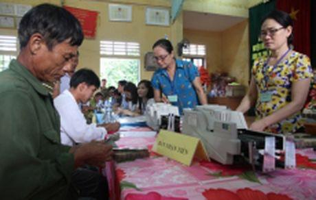 Quang Tri cap 909 trieu dong ho tro nguoi nuoi trong thuy san bi thiet hai - Anh 1