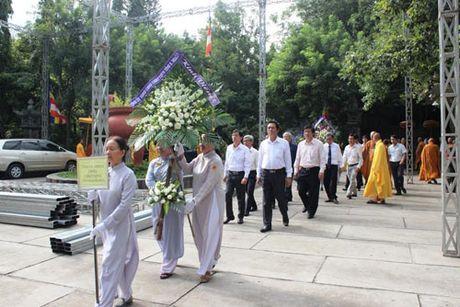 Lanh dao tinh Khanh Hoa vieng Pho Phap chu Thich Thien Binh - Anh 1