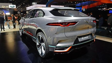 Jaguar I-Pace concept: Tuong lai cua SUV dien - Anh 2