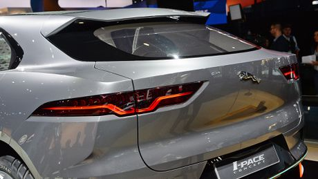 Jaguar I-Pace concept: Tuong lai cua SUV dien - Anh 9