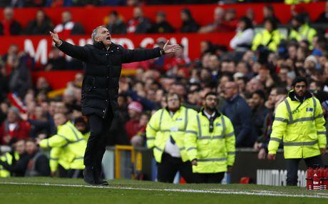 Mourinho tranh mat Wenger sau tran hoa that vong - Anh 5