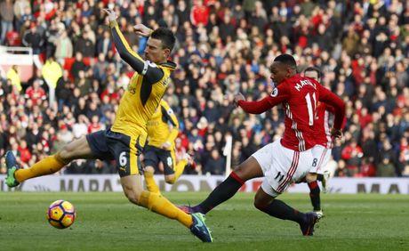 Mourinho tranh mat Wenger sau tran hoa that vong - Anh 6